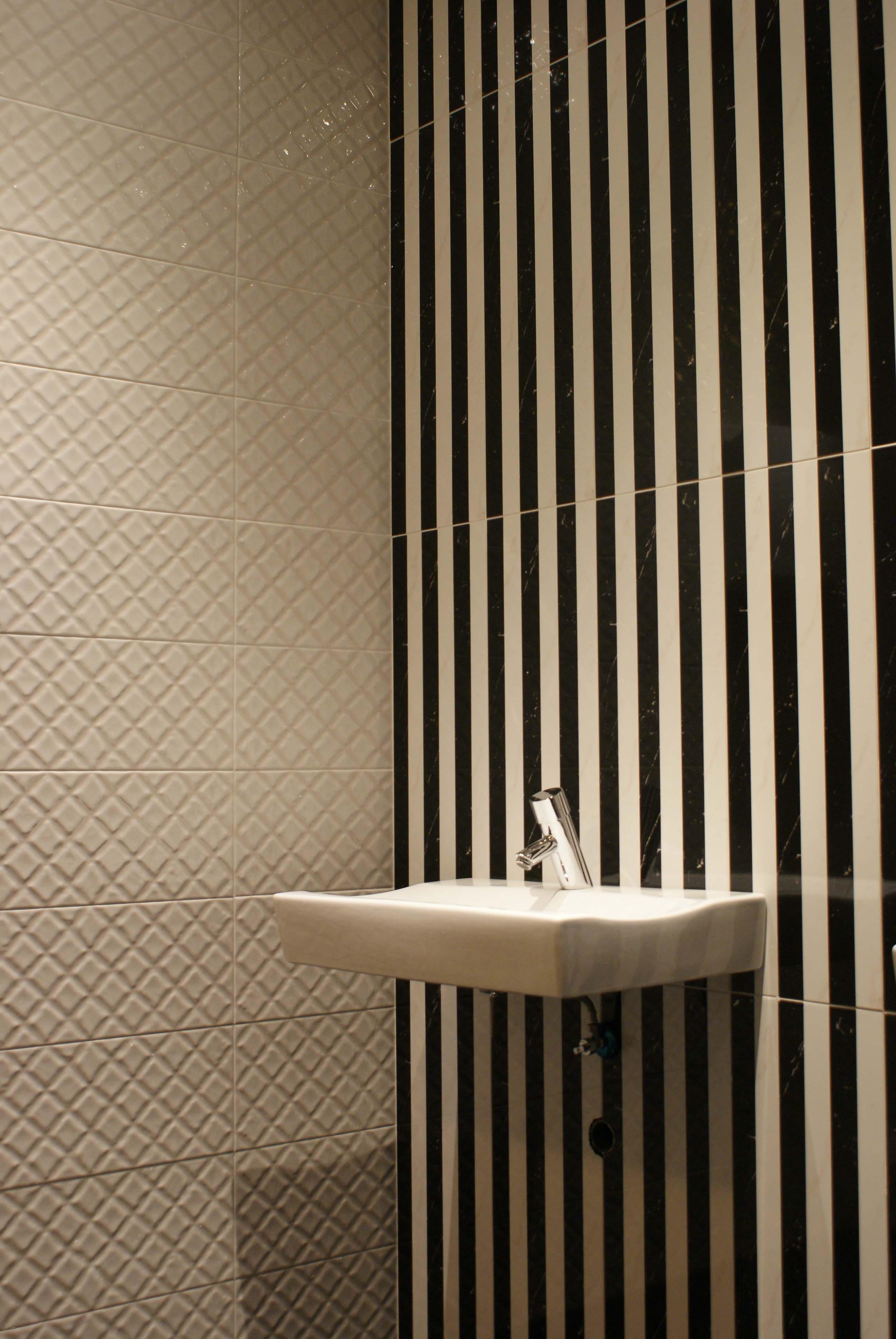 """Apertura disco pub """"La Lobera"""", baños: diseño y realización de Interiorismo Trinidad"""
